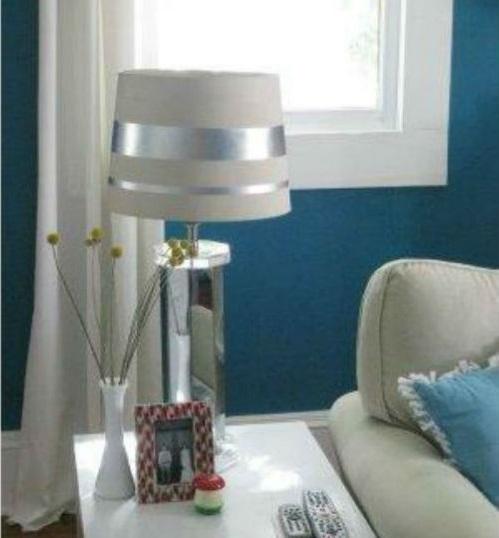 Thay chụp đèn và vỏ gối rèm giúp nhà trở nên mới hơn
