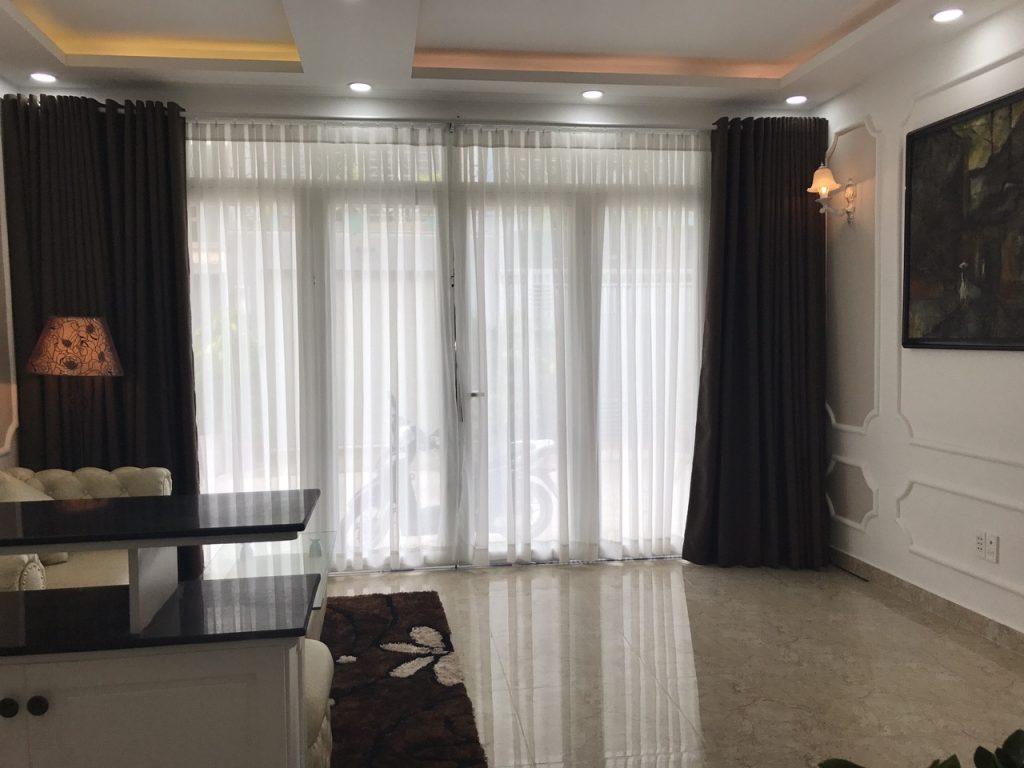 Phòng Khách nhìn từ cửa vào nhà đường Bùi Đình Túy, Bình Thạnh