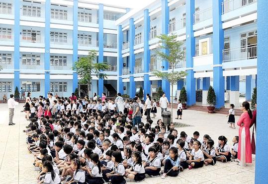 Trường tiểu học Nguyễn Văn Trỗi chỉ cách 3' đi dạo.
