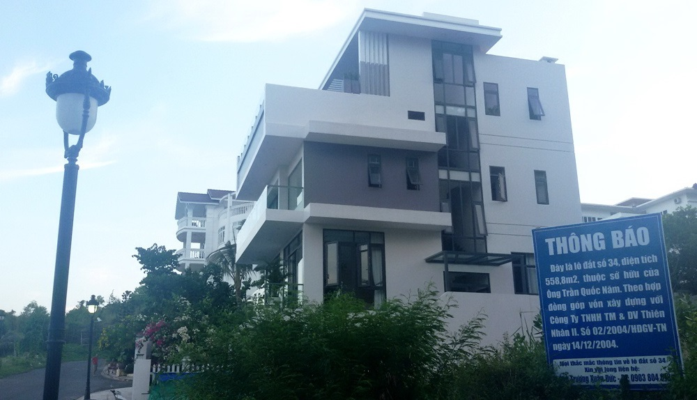 Nhiều chủ đất tại khu biệt thự cao cấp Ocean View Nha Trang treo biển cảnh báo người mua đất.