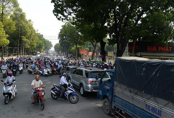 Hy vọng sau khi mở rộng, đường Hoàng Minh Giám sẽ không còn cảnh ùn ứ như hiện nay