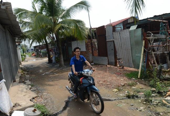 Những người dân sống trong khu đô thị Tây Bắc (Củ Chi, Tp.HCM) suốt 10 năm qua gần như không được giải quyết xây dựng nhà ở do dính quy hoạch.