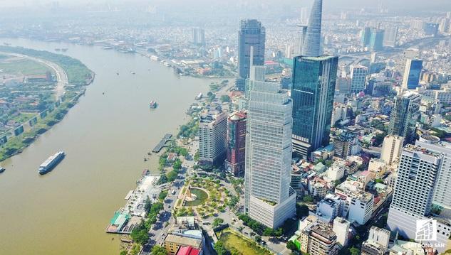 Mua cổ phần của các doanh nghiệp sở hữu đất vàng là chiến lược gia tăng quỹ đất của các đại gia bất động sản.