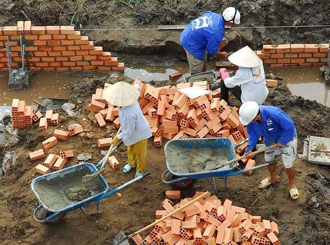 Nhiều người dân bức xúc vì mất quá nhiều thời gian khi xin phép xây dựng