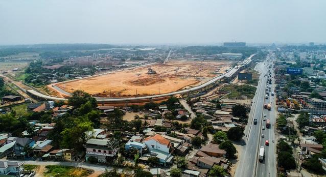 Theo quy hoạch chi tiết, Bến xe Miền Đông mới gồm bốn khu A, B, C, D; trong đó, khu A là đất bến bãi, công trình công cộng và phụ trợ, với công trình cao nhất có 26 tầng, có diện tích 122.480m2 (chiếm 76,37%,); khu B là trạm xe buýt (cao 2 tầng); khu C là kho trung chuyển và giao dịch hàng hóa (cao 5 tầng); và khu D là khu thương mại dịch vụ (cao 15 tầng).