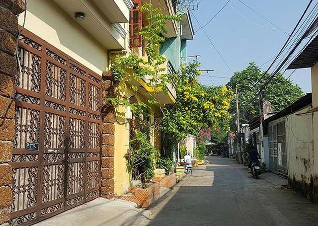 Hẻm 58 phường Hiệp Bình Chánh, quận Thủ Đức hiện có những căn nhà cao tầng thuộc diện di dời khẩn cấp.