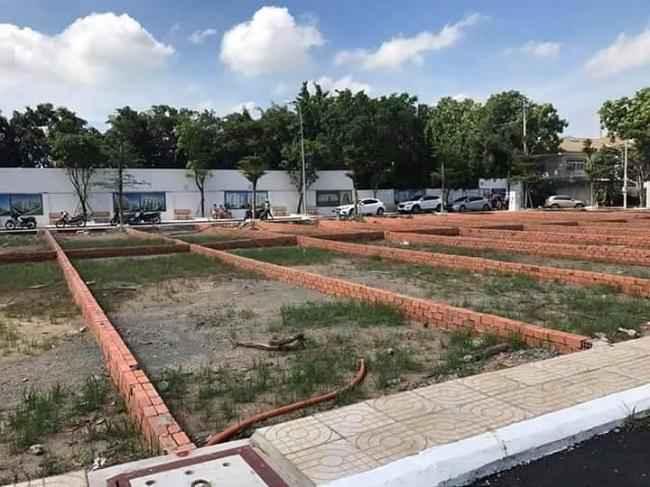 Những căn nhà tạm bợ xây trên một khu đất thuộc dự án ở quận 9, Tp.HCM để lợi dụng Quyết định 33 tách nhiều thửa đất