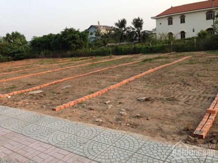 """Xuất hiện tình trạng đầu nậu và cò đất lợi dụng vụ cháy chung cư Carina Plaza để """"thổi giá"""" đất nền phân lô."""