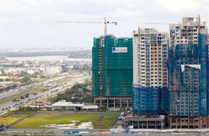 Nếu áp với bảng giá đất tại Hà Nội và mức đánh thuế tài sản 0,4% thì một mảnh đất 200m2 tại địa phương này có thể phải nộp thuế tài sản là 129,6 triệu đồng/năm.