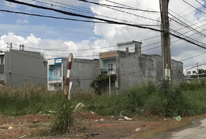 Khu đất trước kia mà anh Thuấn mua nay đã có người xây nhà.