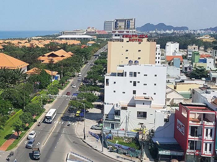 Vệt biệt thự sát sân bay Nước Mặn (bên phải) có nghi vấn bị người Trung Quốc đứng sau thâu tóm.