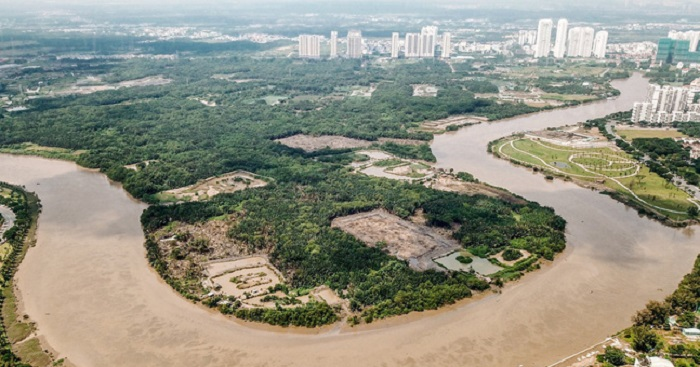 Dự án này được UBND TP.HCM chấp thuận chủ trương đầu tư từ năm 2000, với tên gọi ban đầu là dự án sân golf 250ha - 36 lỗ, tại xã Phước Kiển, huyện Nhà Bè. Đơn vị lập quy hoạch mặt bằng tổng thể dự án là Tập đoàn CT&D.