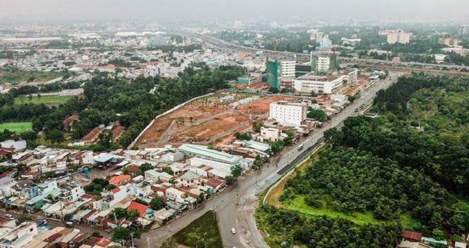 Công trường thi công dự án Bến xe miền Đông mới, nằm cạnh là nhà ga metro trung tâm.