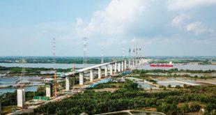 Mở rộng không gian đô thị về phía tỉnh Long An, lấy sông Vàm Cỏ Đông làm ranh giới tự nhiên, gồm các huyện Cần Giuộc, Cần Đước và một phần huyện Bến Lức