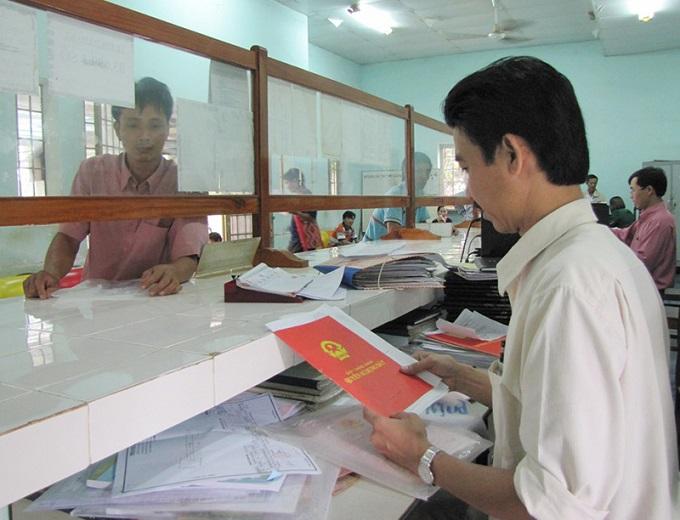 Theo số liệu báo cáo của UBND Tp.HCM hiện chỉ riêng huyện Bình Chánh, Hóc Môn đã tồn hơn 1.000 hồ sơ tách thửa.