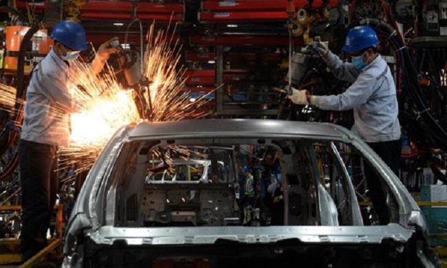 Bên trong một nhà máy sản xuất ôtô tại Việt Nam