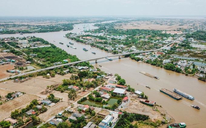 Theo thiết kế, tuyến cao tốc có tổng chiều dài 200km, điểm đầu tại thị xã Châu Đốc (tỉnh An Giang) và điểm cuối tại TP Sóc Trăng (tỉnh Sóc Trăng).