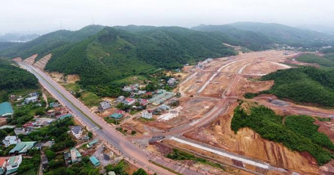 Thông tin từ môi giới và các trang web cho thấy, giá đất nền ở Vân Đồn hiện tăng nhiều giá so với ngày mở lại lệnh giao dịch.