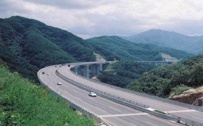 Dự án có tổng mức đầu tư 12.000 tỷ đồng dài gần 60 km, nối TP Hạ Long với Vân Đồn