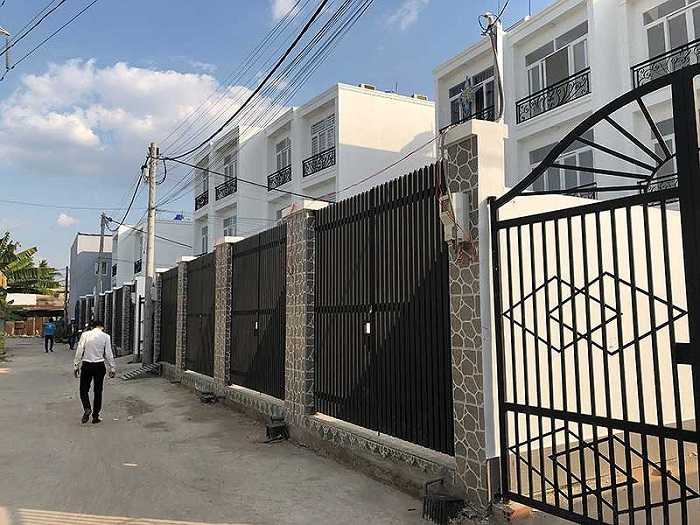 Tình trạng mua bán nhà chung giấy đang nở rộ tại một số quận, huyện vùng ven Sài Gòn.