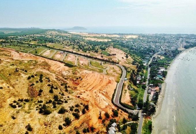 Một khu đất nông nghiệp tại tỉnh Bình Thuận cũng được người dân san lấp, phân lô để bán