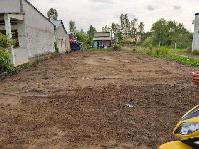 Một lô đất đang được san nền để rao bán tại Tam Thôn Hiệp, Cần Giờ. Ảnh: Việt Dũng