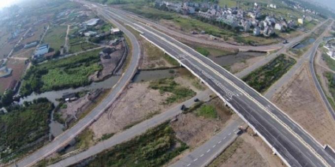 Tuyến đường cao tốc TPHCM - Long Thành - Dầu Giây cần phải mở rộng đoạn từ TPHCM đến Long Thành. Đoạn này cần phải mở rộng lên 10-12 làn xe
