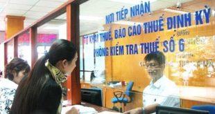 Người dân, doanh nghiệp nộp thuế tại Hà Nội.