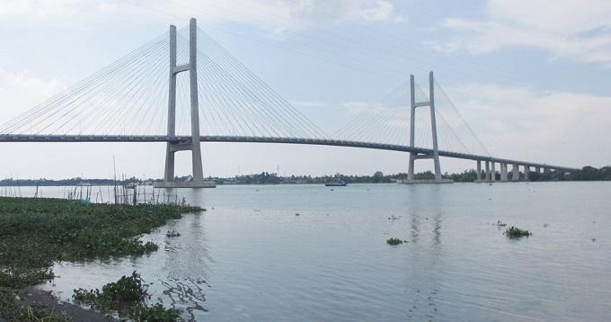 Cầu Vàm Cống và Cao Lãnh vượt qua sông Tiền, sông Hậu giúp giao thông ĐBSCL kết nối liên hoàn, là điểm nhấn quan trọng trong việc chuyển mình của vùng đất này trong tương lai.
