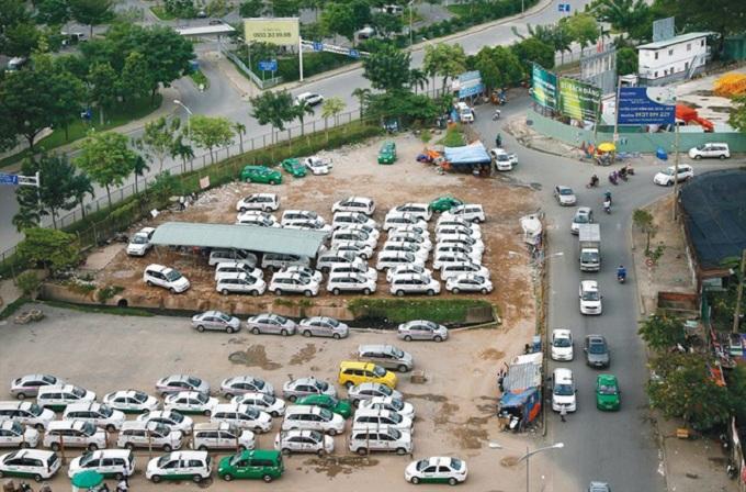 Trung tâm TP HCM luôn khan hiếm bãi đậu xe. Ảnh: Ngọc Tiến