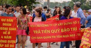 Cư dân khu đô thị Đoàn Ngoại giao ở Bắc Từ Liêm (Hà Nội) xuống đường đòi chủ đầu tư cấp sổ đỏ sau gần 4 năm về ở chưa có....