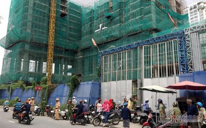 Khách hàng kéo đến công trình dự án Park Vista phản đối vì chủ đầu tư ngưng xây dựng, trễ hẹn bàn giao nhà