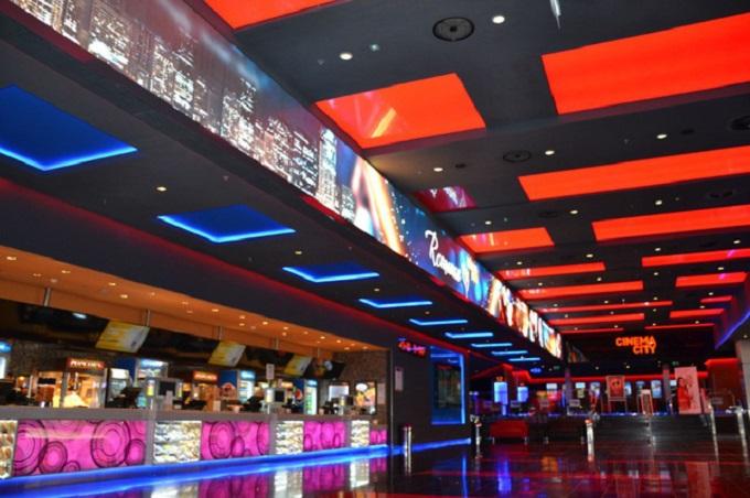 Tầng 6 của Central Premium Mall là thiên đường giải trí cho giới trẻ với tổ hợp nhiều quán bar, club chủ đề như: Ritacita Bar phong cách Mexico, Beer Club Vuvuzuela, Bar Redbull, Bar Rocco…