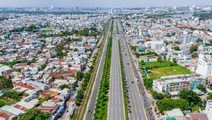 Các tuyến đường kết nối trực tiếp với đại lộ Phạm Văn Đồng cũng đang được đẩy nhanh tiến độ triển khai.