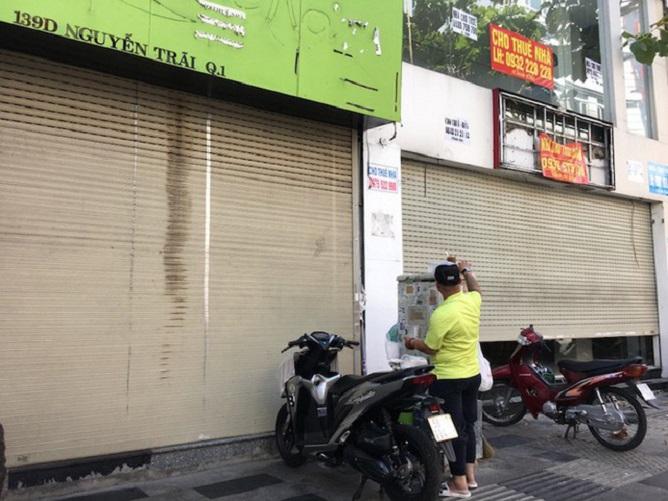 Mặt bằng kinh doanh bán lẻ trên các tuyến phố lớn trung tâm phải đóng cửa