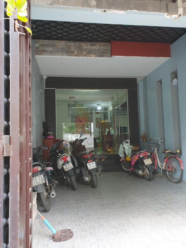 Hình chụp từ ngoài vào nhà phố mặt tiền Hoàng Bật Đạt ,P15,quận Tân Bình