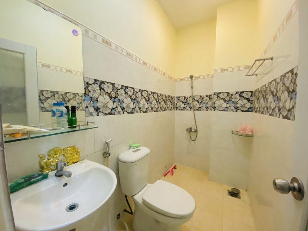 Phòng WC ở mỗi lầu